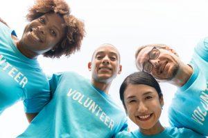 4 smiling volunteers
